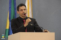 Vereador Rogerinho solicita bônus salarial em forma de reconhecimento aos servidores que atuam na linha de frente do Covid-19 no município de Cacoal.