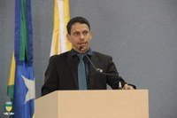 Vereador Rogerinho vota favorável ao Projeto de Lei que autoriza a abertura de crédito no valor de R$200.000,00  para o enfrentamento da Covid 19.